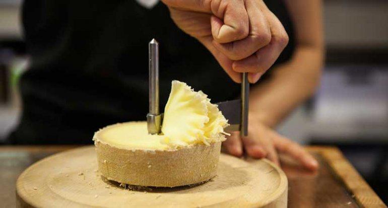 Charcueteria Sagla en mercado de santa catalina mallorca seleccion quesos