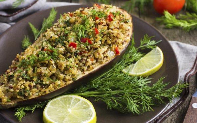 Albergínies farcides amb quinoa