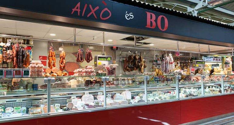 Charcuteria Aixo es Bo en mercado de santa catalina mallorca sobrassada