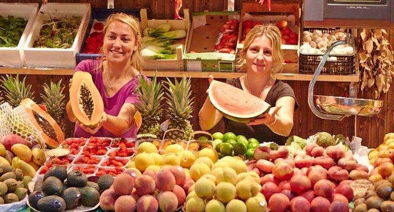 Short Rodat frutas y verduras selectas en mercat santa catalina