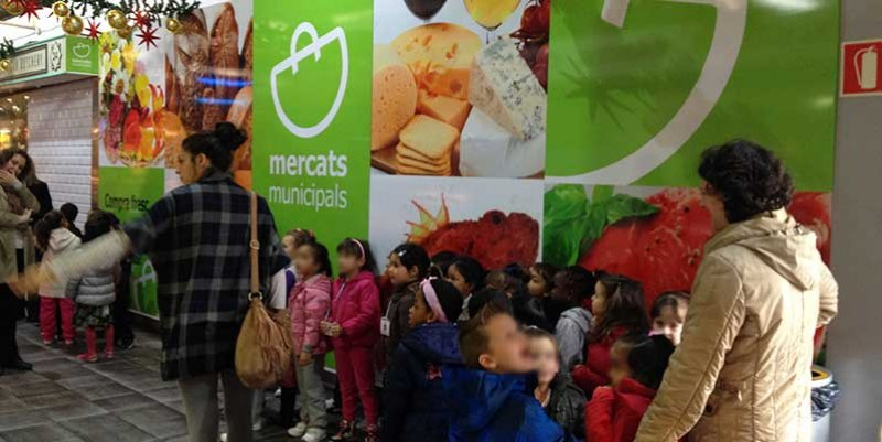 Colegio-al-mercado-niños-sanos-en-Mercat-de-Santa-Catalina