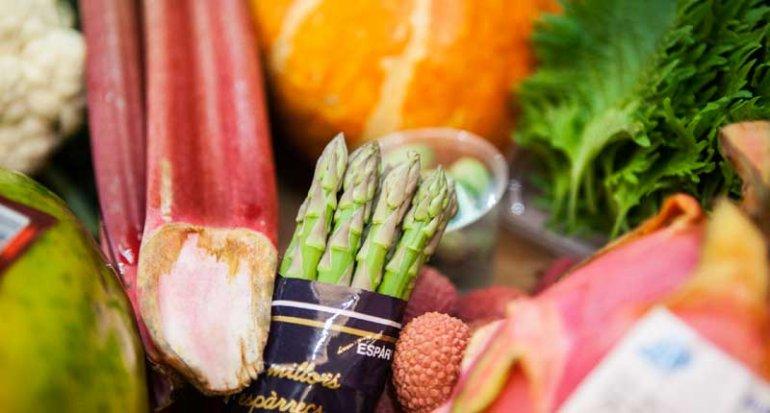 Frutas Ramon productos para cocina thai y japonesa en mercado de santa catalina mallorca