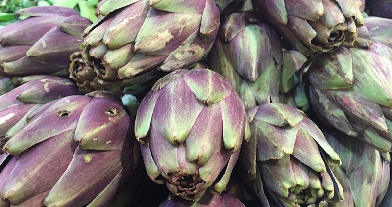 Productos_de_temporada_enero alcachofas en_Mercado_Santa_Catalina